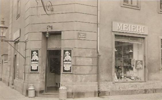 sankt-annae-gade-postkort-med-mejeri-afsendt-i-1927