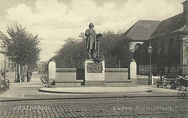sankt-annae-plads-postkort-med-monument-over-niels-w-gade-ca-1915