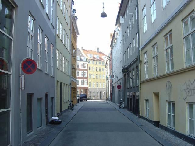 sankt-gertruds-straede-set-fra-kultorvet-mod-rosenborggade-foto-fra-april-2007