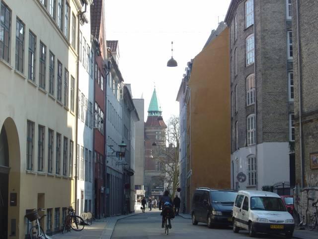 sankt-gertruds-straede-set-fra-rosenborggade-mod-kultorvet-foto-fra-april-2007