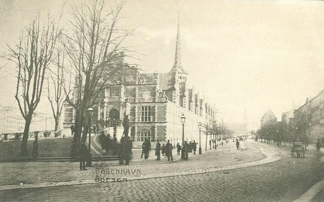 slotsholmsgade-postkort-med-boersen-til-venstre-ca-1910