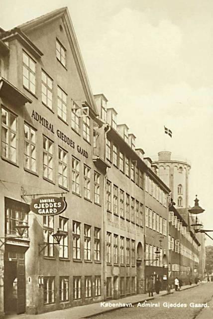 store-kannikestraede-postkort-med-admiral-gjeddes-gaard-ca-1930