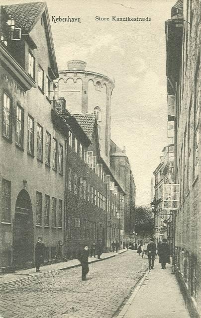 store-kannikestraede-postkort-set-mod-koebmagergade-ca-1905