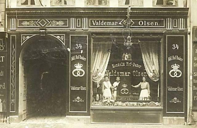 store-kongensgade-valdemar-olsens-bagerforretning-postkort-fra-1910