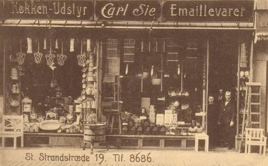 store-strandstraede-postkort-med-carl-sies-isenkrambutik-afsendt-i-1921