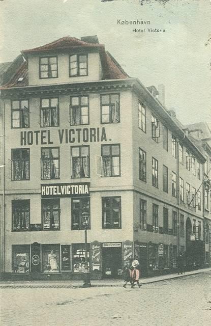 store-strandstraede-postkort-med-hotel-victoria-afsendt-i-1906