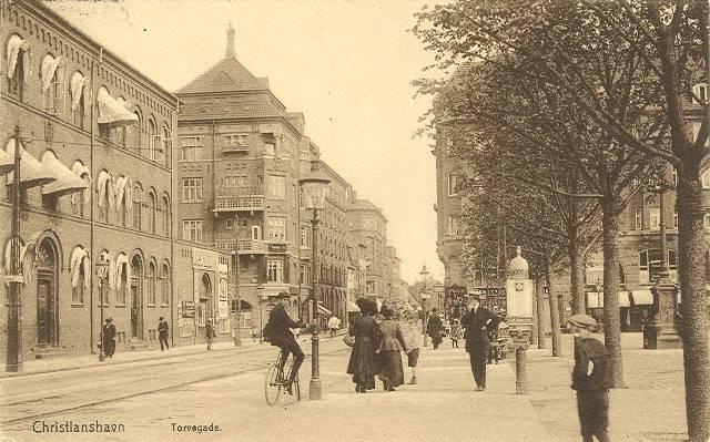 torvegade-set-fra-christianshavns-torv-postkort-fra-1912