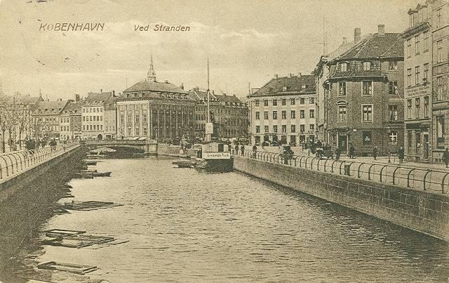 ved-stranden-postkort-med-ved-stranden-set-fra-holmens-bro-afsendt-i-1919