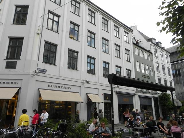 4698982a034d Her et kig hen ad facaderne mod Lille Kongensgade og Magasin
